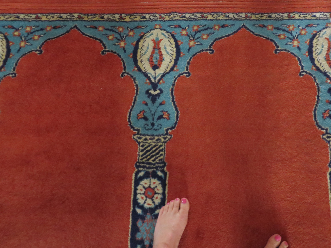 toes on prayer rug